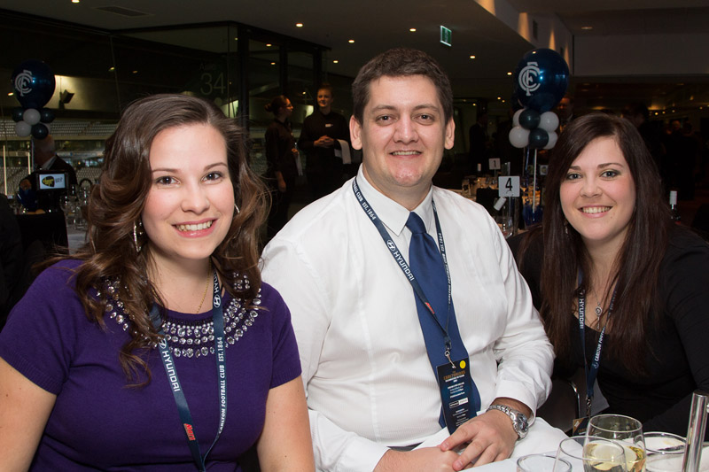 The Thorn between the Roses - Rohan Smith flanked by 2 gorgeous Gordon girls, Felicia (left) and Tasciana.